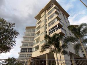 Apartamento En Venta En Valencia, Terrazas Del Country, Venezuela, VE RAH: 15-2624