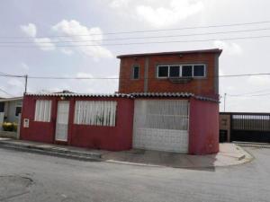 Casa En Venta En Punto Fijo, Pedro Manuel Arcaya, Venezuela, VE RAH: 15-2797