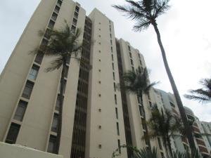 Apartamento En Ventaen Catia La Mar, Playa Grande, Venezuela, VE RAH: 15-2838