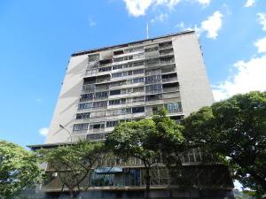 Apartamento En Venta En Caracas, Los Chaguaramos, Venezuela, VE RAH: 15-3025