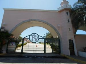 Townhouse En Ventaen Margarita, Porlamar, Venezuela, VE RAH: 15-3089