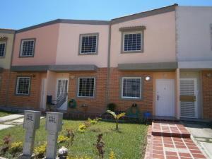 Townhouse En Venta En Valencia, Flor Amarillo, Venezuela, VE RAH: 15-3163