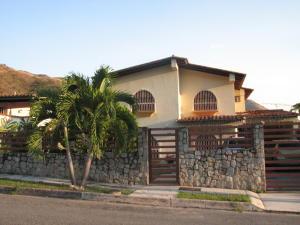 Casa En Venta En Maracay, El Castaño (Zona Privada), Venezuela, VE RAH: 15-3290