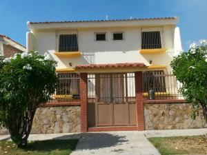 Casa En Venta En Valencia, Trigal Norte, Venezuela, VE RAH: 15-3673