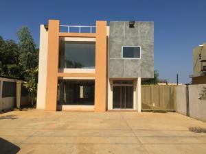 Edificio En Alquileren Maracaibo, Avenida Milagro Norte, Venezuela, VE RAH: 15-3761
