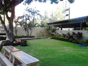 Apartamento En Venta En Maracaibo, Avenida El Milagro, Venezuela, VE RAH: 15-3931