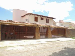 Casa En Venta En Caracas, La Boyera, Venezuela, VE RAH: 15-4024