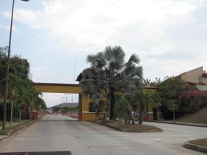 Terreno En Venta En Valencia, Lomas Del Country, Venezuela, VE RAH: 15-4070