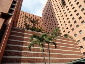 Apartamento En Venta En Caracas, Sabana Grande, Venezuela, VE RAH: 15-4174