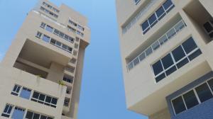 Apartamento En Venta En Maracaibo, Avenida Bella Vista, Venezuela, VE RAH: 15-4409