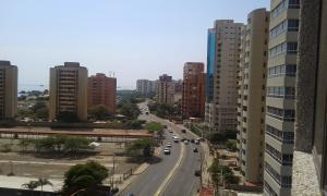 Terreno En Venta En Maracaibo, Avenida El Milagro, Venezuela, VE RAH: 15-4518