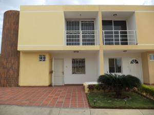 Townhouse En Venta En Maracaibo, Lago Mar Beach, Venezuela, VE RAH: 15-4553