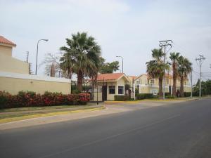 Townhouse En Venta En Maracaibo, Avenida Milagro Norte, Venezuela, VE RAH: 15-4670