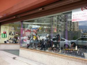 Local Comercial En Ventaen Caracas, Los Dos Caminos, Venezuela, VE RAH: 15-4746