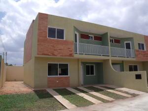Townhouse En Venta En Ciudad Bolivar, Las Flores, Venezuela, VE RAH: 15-5172