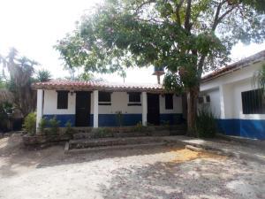 Local Comercial En Venta En Tucacas, Morrocoy, Venezuela, VE RAH: 15-5226