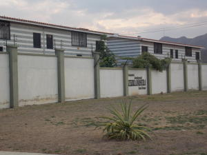 Townhouse En Ventaen Municipio San Diego, Terranostra, Venezuela, VE RAH: 15-5243