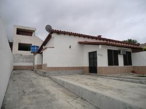 Casa En Venta En Higuerote, Higuerote, Venezuela, VE RAH: 15-5262