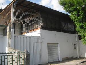 Casa En Venta En Maracay, Avenida Constitucion, Venezuela, VE RAH: 15-5285