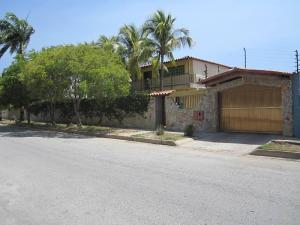Casa En Venta En Margarita, Maneiro, Venezuela, VE RAH: 15-5601