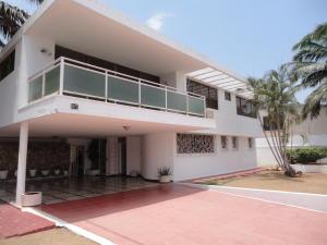 Townhouse En Venta En Maracaibo, La Estrella, Venezuela, VE RAH: 15-5637