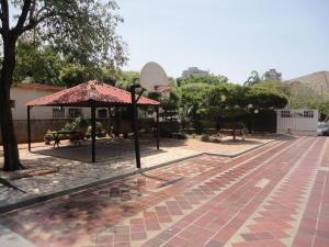 Townhouse En Venta En Maracaibo, Tierra Negra, Venezuela, VE RAH: 15-5639