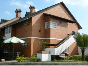 Townhouse En Ventaen Carrizal, Municipio Carrizal, Venezuela, VE RAH: 15-5682