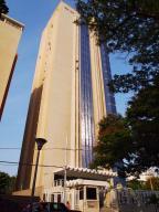 Apartamento En Venta En Maracaibo, Paraiso, Venezuela, VE RAH: 15-5706