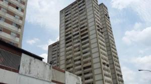 Local Comercial En Ventaen Caracas, Los Dos Caminos, Venezuela, VE RAH: 15-5692