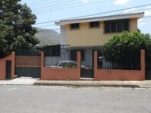 Casa En Venta En Maracay, El Castaño, Venezuela, VE RAH: 15-6404