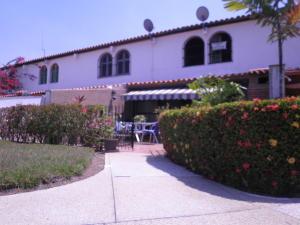 Townhouse En Venta En Higuerote, Puerto Encantado, Venezuela, VE RAH: 15-6578