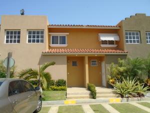 Townhouse En Venta En Higuerote, Puerto Encantado, Venezuela, VE RAH: 15-4283