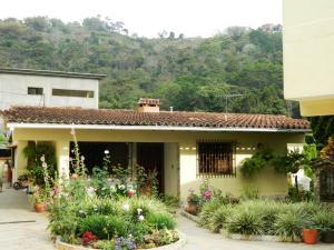Casa En Venta En Los Teques, Los Montes Verdes, Venezuela, VE RAH: 15-6772