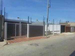 Casa En Venta En Cabimas, Cumana, Venezuela, VE RAH: 15-6778