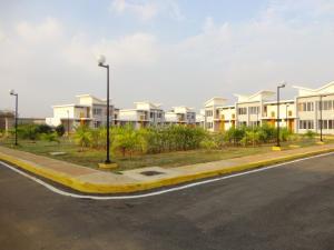 Townhouse En Venta En Maracaibo, Via Aeropuerto, Venezuela, VE RAH: 15-6831