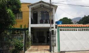 Casa En Venta En Municipio Naguanagua, Casco Central, Venezuela, VE RAH: 15-6881