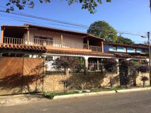 Casa En Ventaen Guarenas, Santiago De Leon, Venezuela, VE RAH: 15-6930