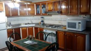 Townhouse En Venta En Ciudad Ojeda, Avenida Vargas, Venezuela, VE RAH: 15-7073