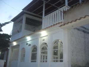 Casa En Venta En Maracay, Santa Rita, Venezuela, VE RAH: 15-7195