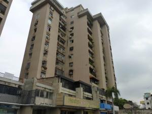Apartamento En Venta En Maracay, Avenida 19 De Abril, Venezuela, VE RAH: 15-7264