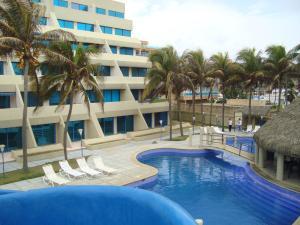 Apartamento En Venta En Tucacas, Santa Rosa, Venezuela, VE RAH: 15-7322