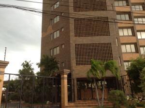 Apartamento En Venta En Ciudad Ojeda, Calle Piar, Venezuela, VE RAH: 15-7497