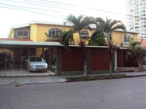 Casa En Venta En Maracay, Andres Bello, Venezuela, VE RAH: 15-7546