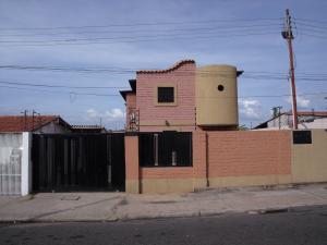 Townhouse En Venta En Ciudad Bolivar, Andres Eloy Blanco, Venezuela, VE RAH: 15-7578