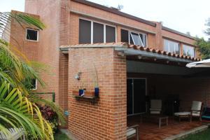 Townhouse En Venta En Caracas, El Hatillo, Venezuela, VE RAH: 15-7760
