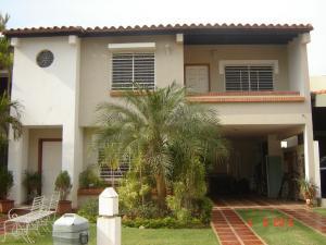 Townhouse En Venta En Maracaibo, Avenida Milagro Norte, Venezuela, VE RAH: 15-7912