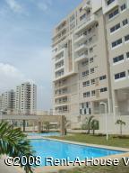Apartamento En Venta En Maracaibo, Avenida El Milagro, Venezuela, VE RAH: 15-8176