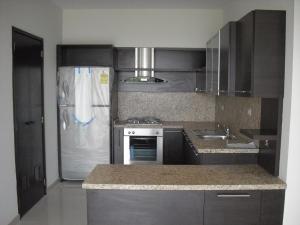 Apartamento En Alquiler En Maracaibo, Avenida El Milagro, Venezuela, VE RAH: 15-8176