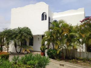 Townhouse En Venta En Higuerote, Puerto Encantado, Venezuela, VE RAH: 15-8211