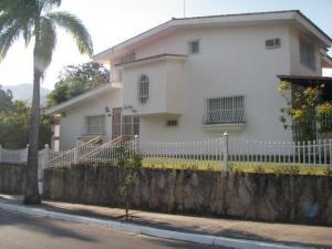 Casa En Venta En Maracay, El Castaño (Zona Privada), Venezuela, VE RAH: 15-8341